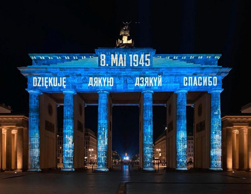 8. Mai 1945, Dziekuje auf dem Brandenburger Tor